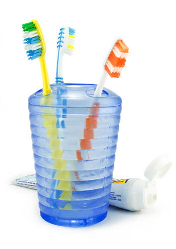 Toothbrush 101: Cleaning, Storage and Replacement