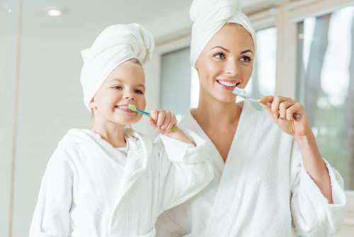 How to Keep Dentist-Like Clean Teeth in Between Regular Checkups